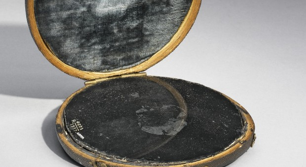 Claude glass, believed to be John Dee's scrying mirror. Europe, undated. Science Museum, London, Wellcome Images