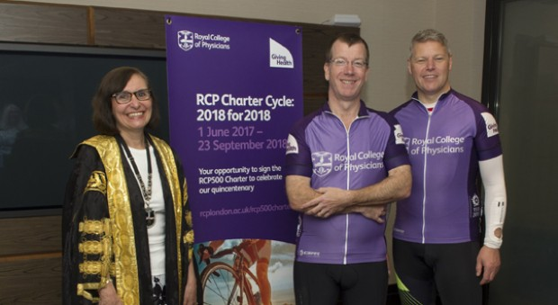Andrew Goddard stands in cycling clothing next to Ian Bullock, CEO of the RCP, alongside Professor Jane Dacre, president of the RCP