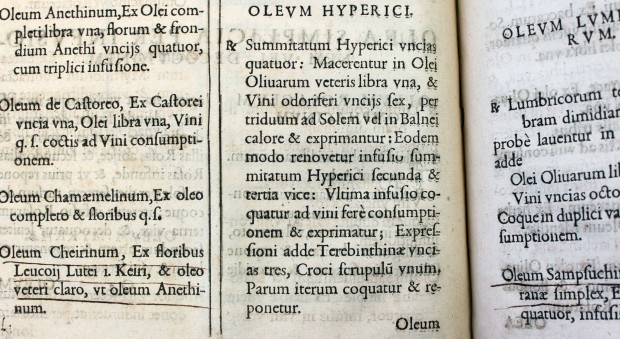 Printed text in Latin explaining how to make oil of St Johns wort, Oleum hyperici