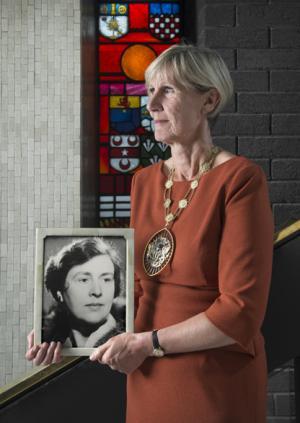 Professor Carrie MacEwen holding a photograph of Professor Dame Ida Mann