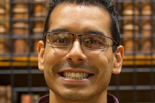 Portrait picture of smiling Dr Raunak Singh
