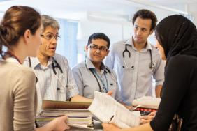 Doctor teaching a group of student doctors