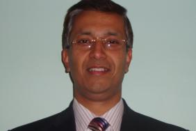 Dr Parijat De