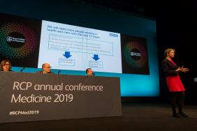 Speaker on stage at Medicine 2019